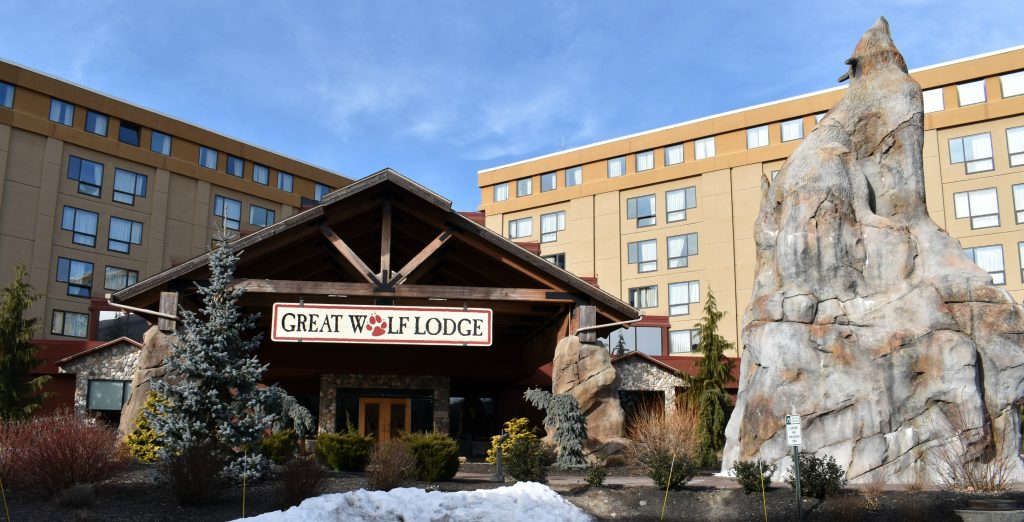 Front of Great Wolf Lodge